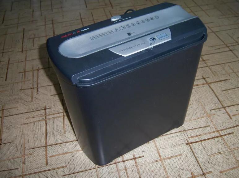 Шредер (измельчитель документов, пластиковых карт, CD / DVD) Genie 255CD