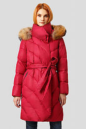 Женский пуховик одеяло Finn Flare W18-11012-330 с натуральным мехом енота красный