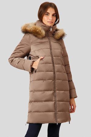 Женский зимний пуховик Finn Flare W18-12026-623 удлиненный с мехом енота коричневый