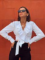 Белая женская блуза с рюшами