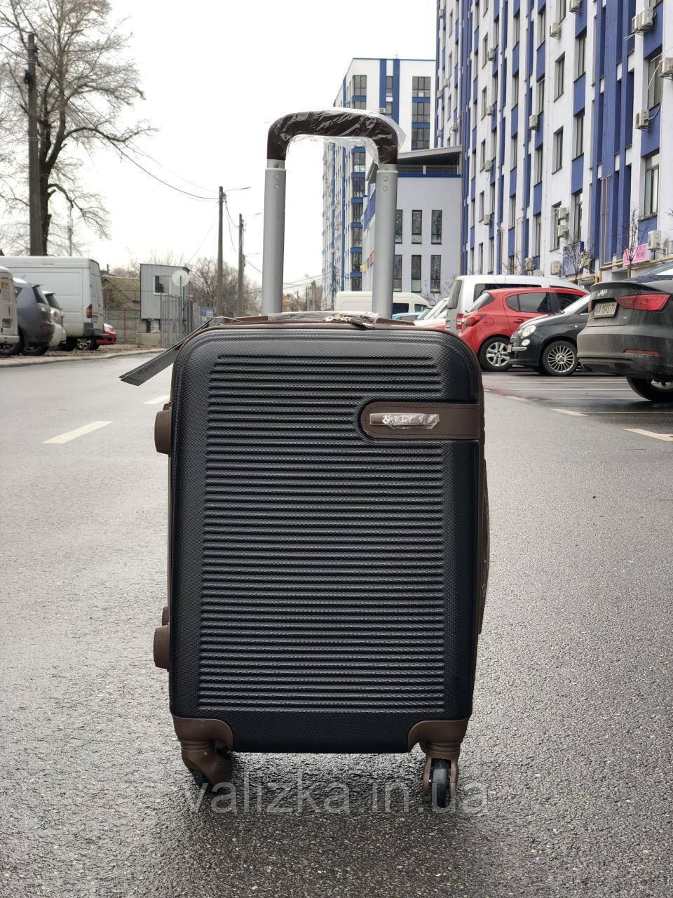 Пластиковый чемодан маленький черный для ручной клади