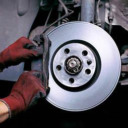 Замена тормозных колодок в легковых автомобилях