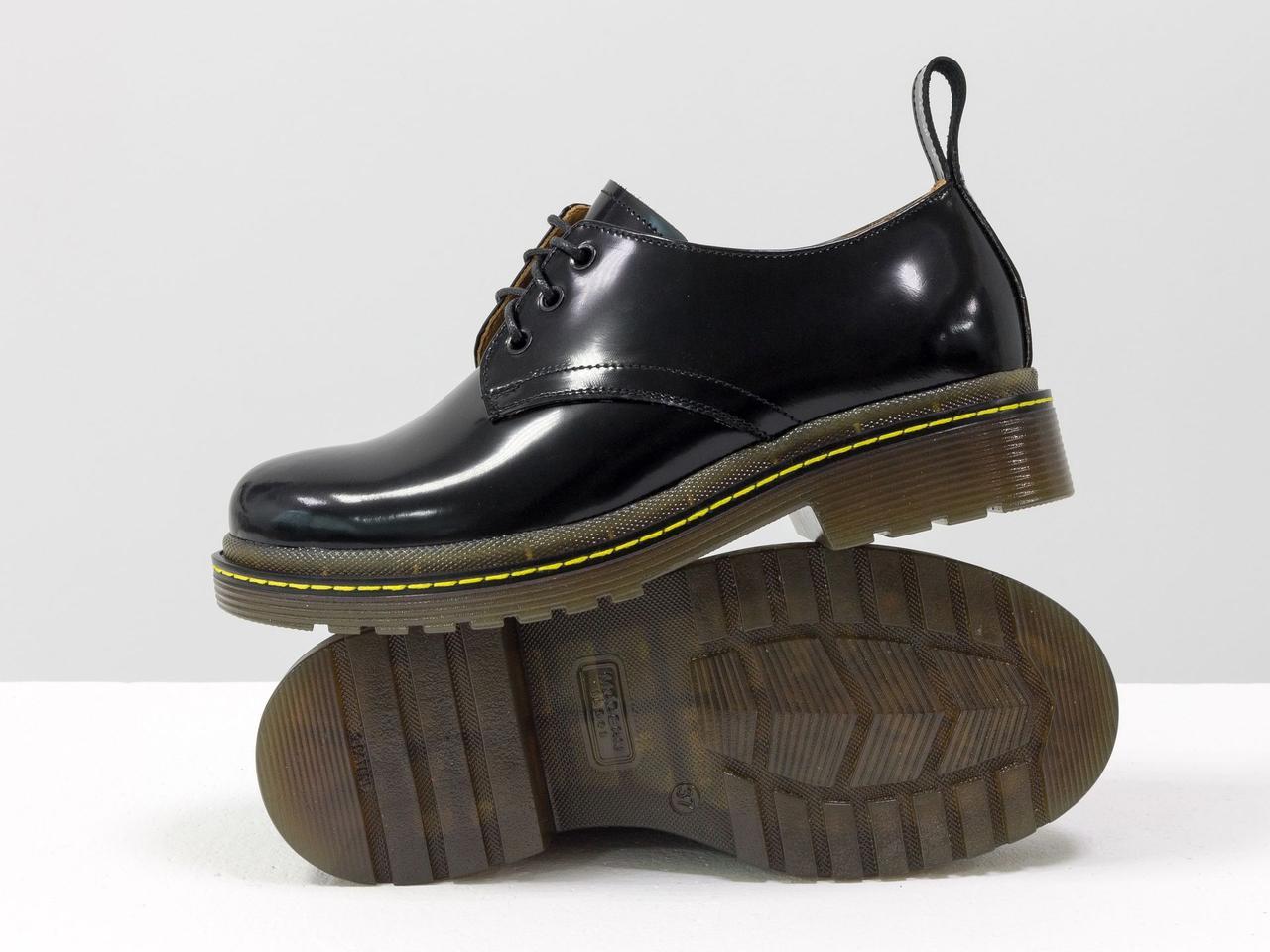 """Жіночі туфлі дербі в стилі Dr. Martens, виконані з натуральної шкіри чорного кольору """"матовий лак"""""""