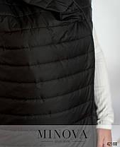 Длинная женская жилетка на синтепоне с капюшоном цвет чёрный, больших размеров от 48 по 66, фото 3
