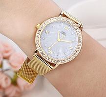 Женские наручные часы с римским циферблатом