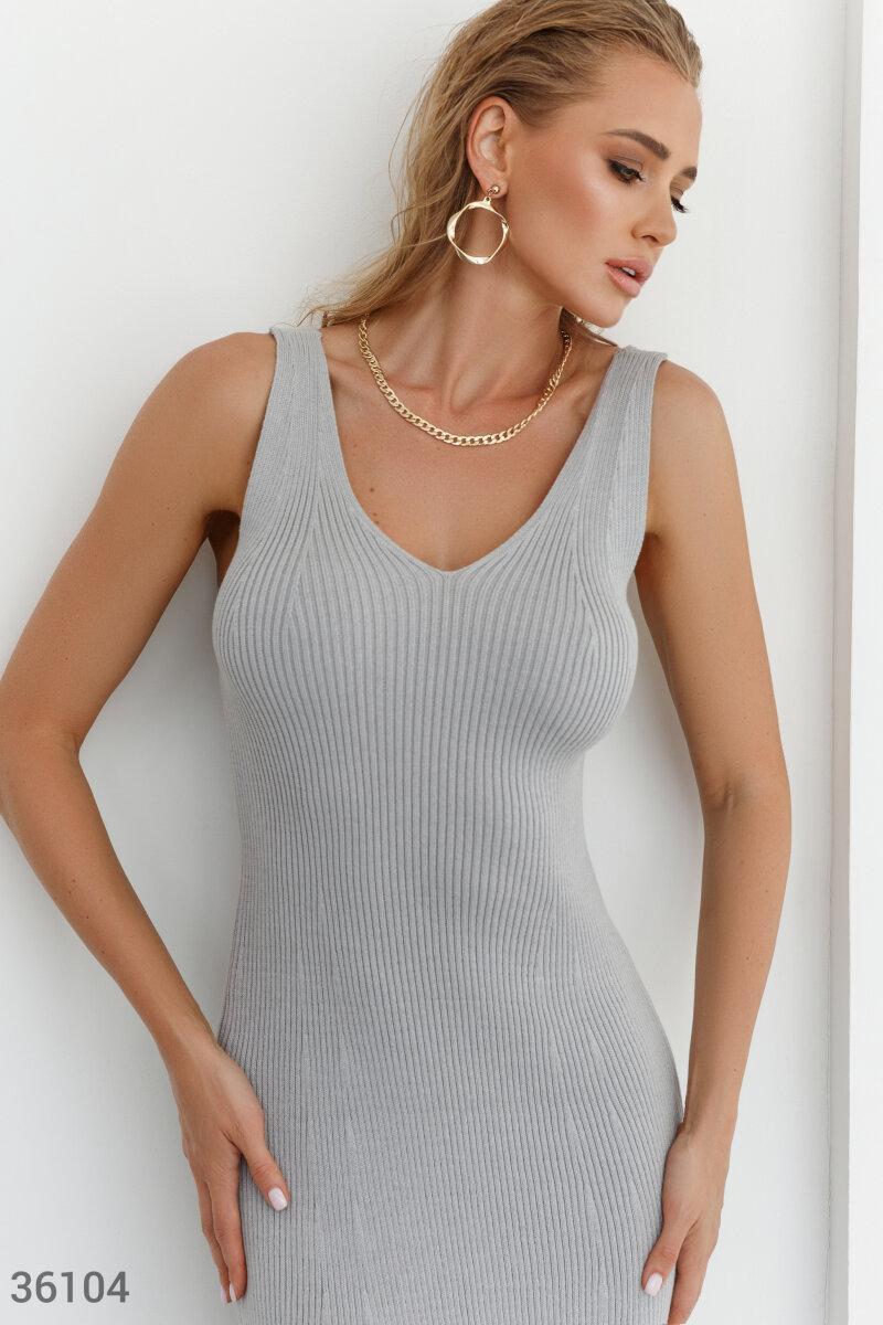 Облегающее трикотажное платье миди серое