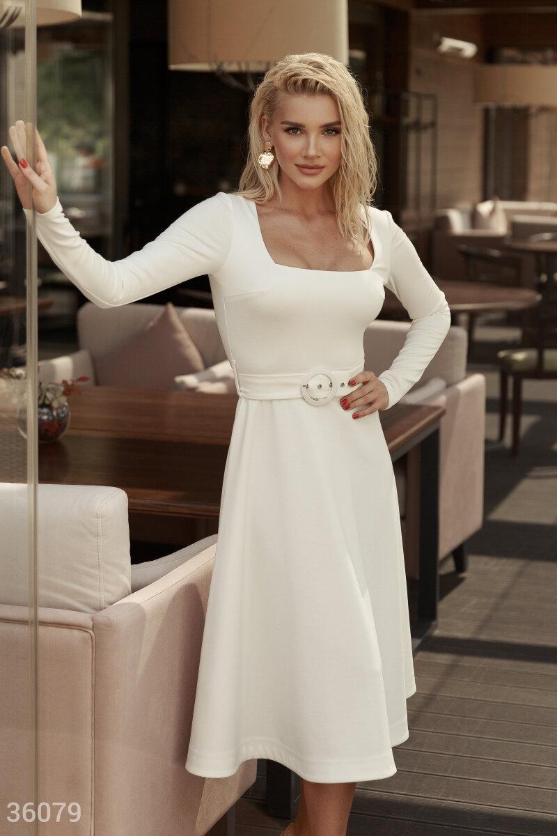 Платье миди с вырезом-каре молочное