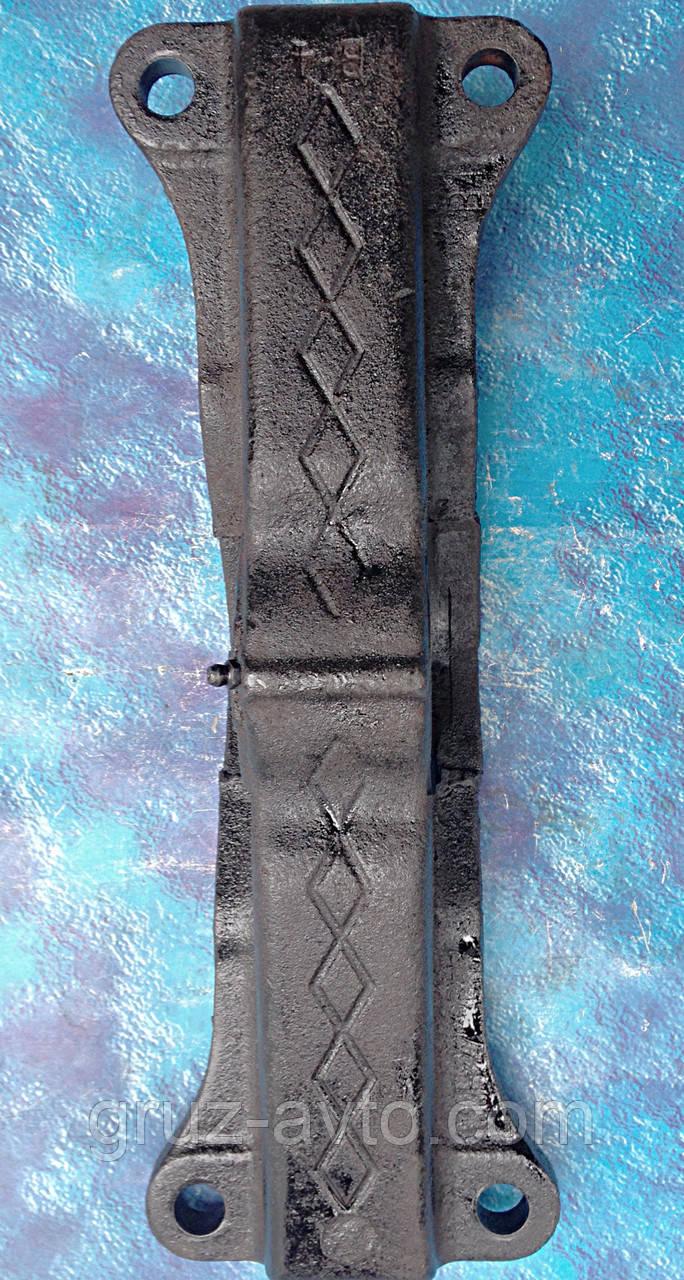 Кронштейн крепления седельно-сцепного устройства ЗИЛ-130.