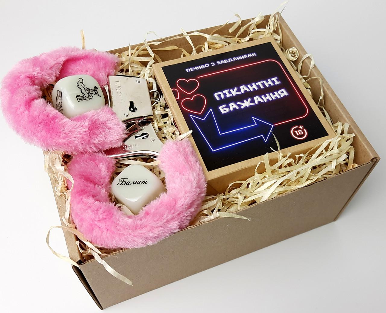 """Набор-игра """"Оковы любви"""": печенье с заданиями для двоих, игральные кости с позами любви и наручники с мехом"""