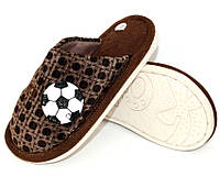 Домашние тапочки детские и подростковые коричневого цвета с мячиком