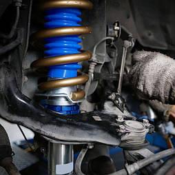 Замена амортизаторов в легковых автомобилях