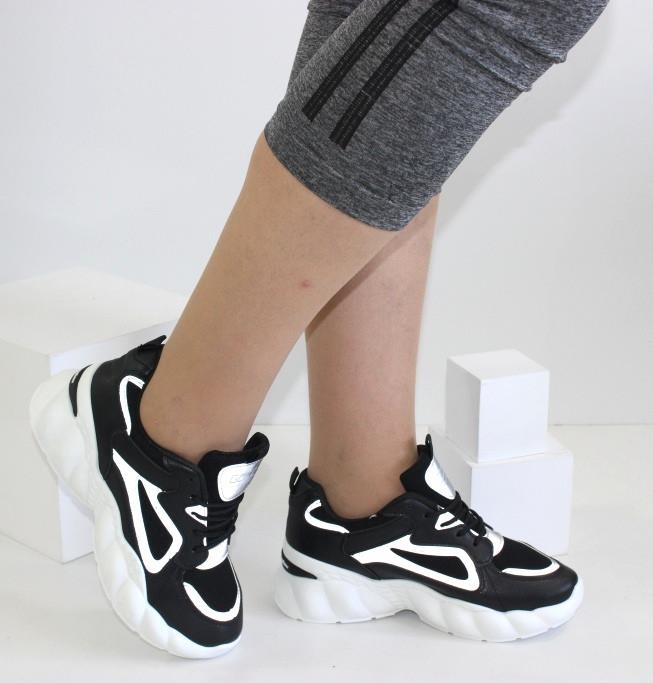 Женские кроссовки на высокой подошве черно-белого цвета JIN LI MEI