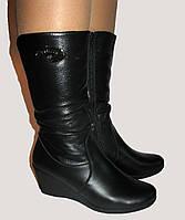 Демисезонные женские кожаные сапоги на широкую ножку