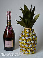 Ананас из конфет с шампанским