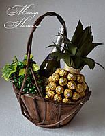 Подарочная корзина из фруктов, конфет и шампанского