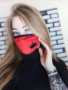 """Женская маска защитная красного цвета с принтом """"Корона"""""""
