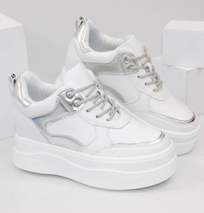 Кросівки жіночі на прихованій танкетці Снікерси білого кольору