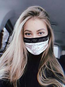 Женская маска из бежевого бархата с черными стразами