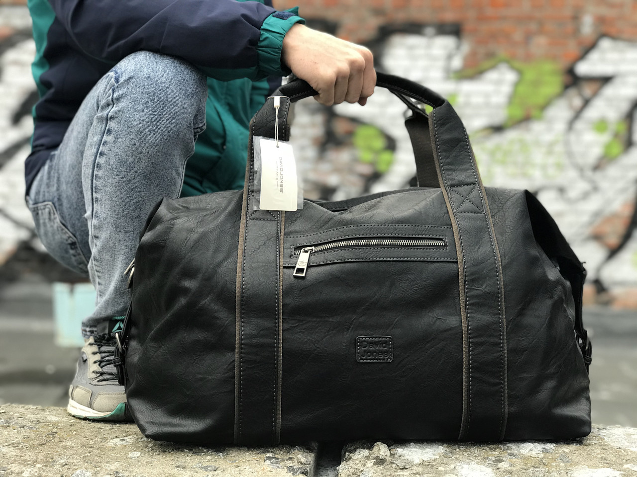Чорна шкіряна сумка David Jones