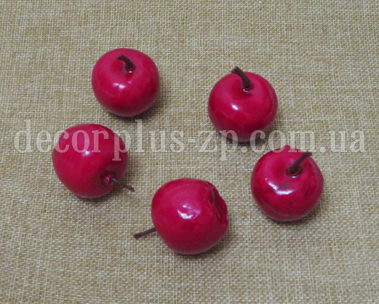 Яблочко искусственное 3см. Красное