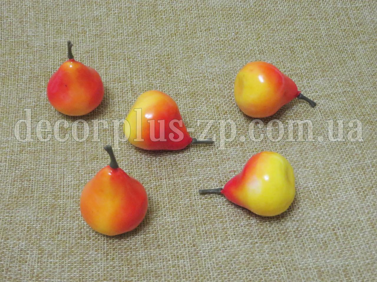 Груша желто-оранжевая 3,5*3см
