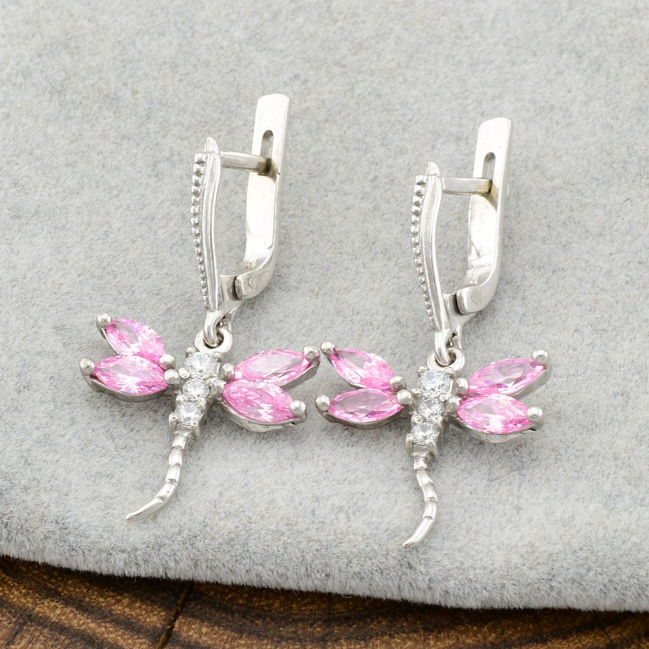 Серебряные серьги Стрекоза размер 32х17 мм розовые фианиты вес 4.6 г