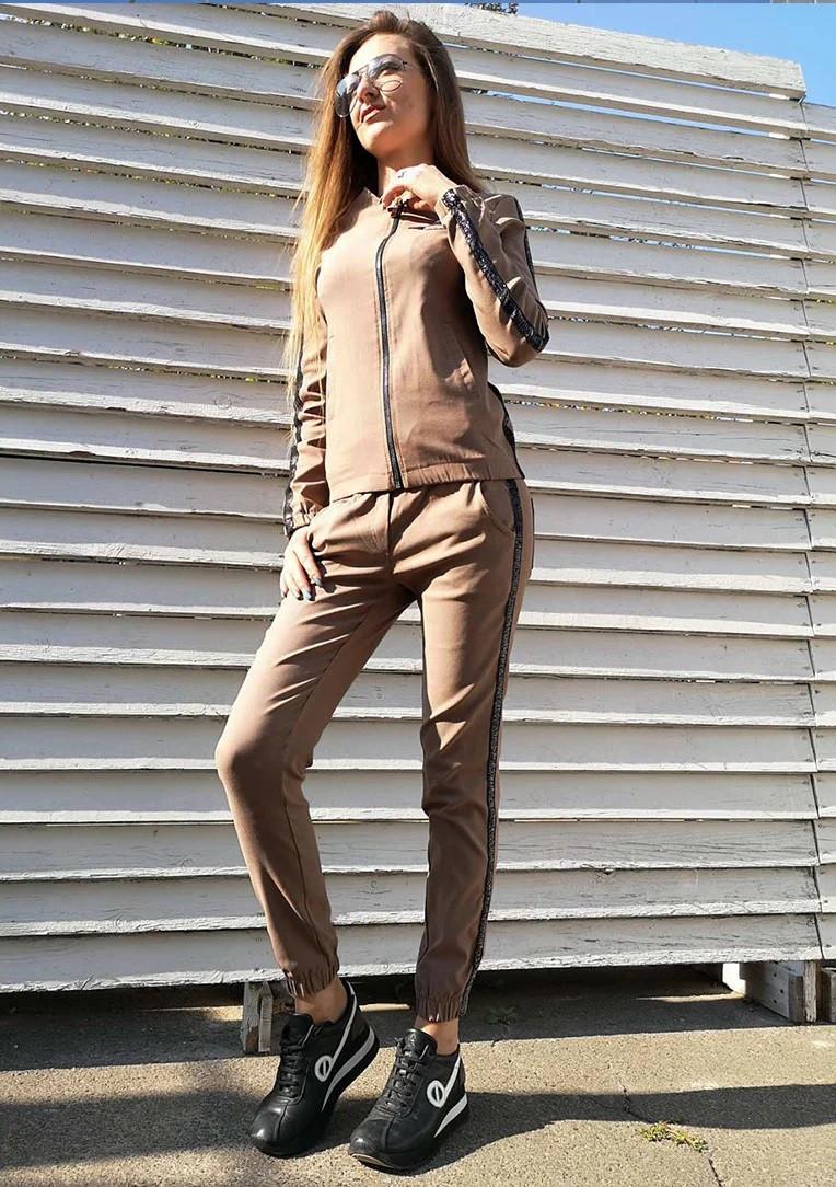 Женский прогулочный спортивный костюм штаны и куртка цвета капучино