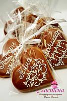 Свадебный  пряник - рассадочная карточка в шоколадном цвете