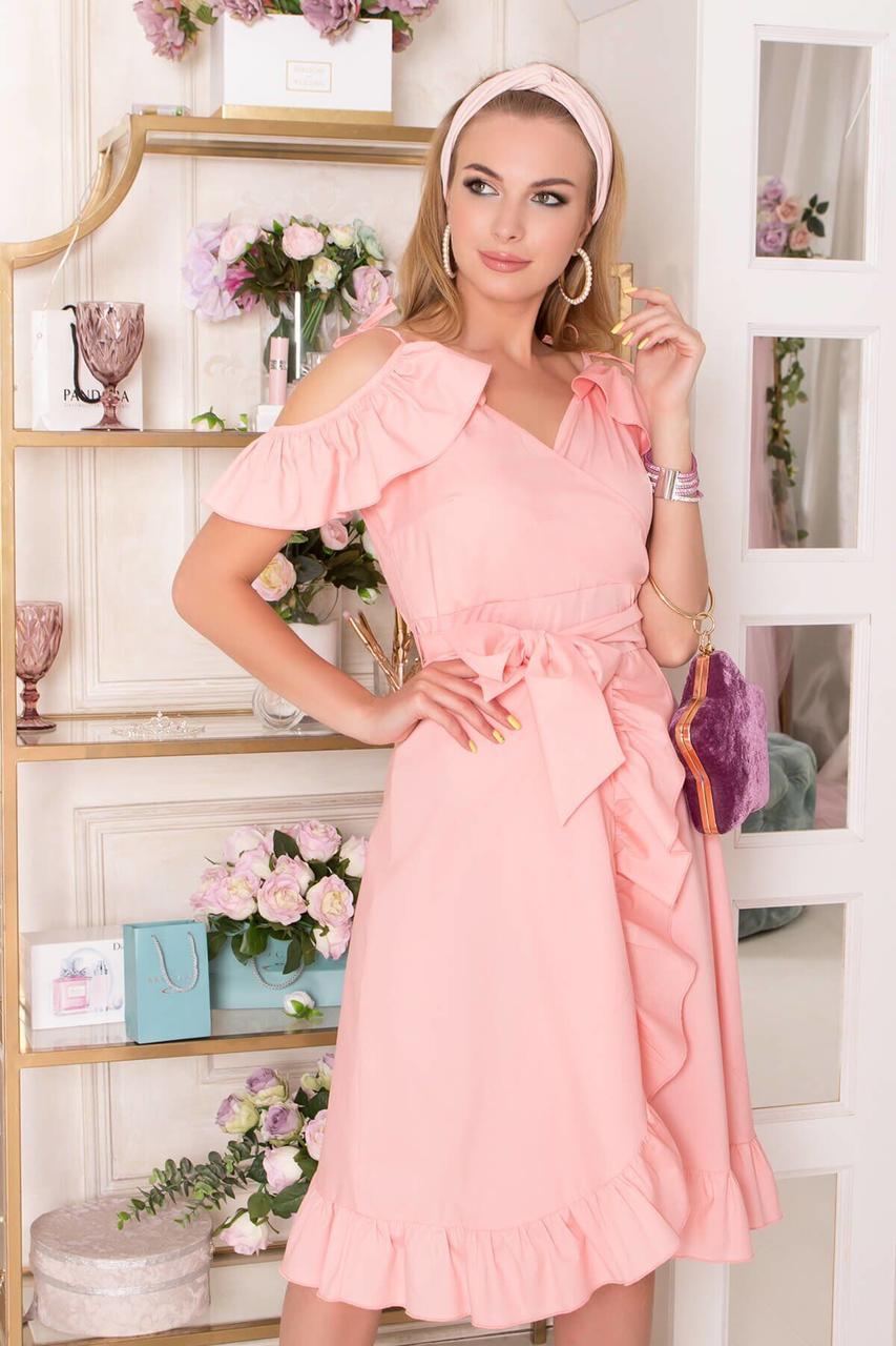 Летнее платье с открытыми плечами и рюшами персиковое, S(44)