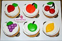 Капкейк ванильный с фруктовым декором
