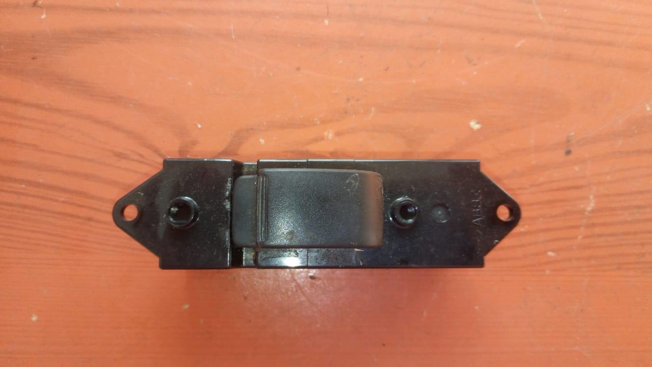 Кнопка стеклоподъемника передняя правая MR587851 992555 Lancer 9 Mitsubishi
