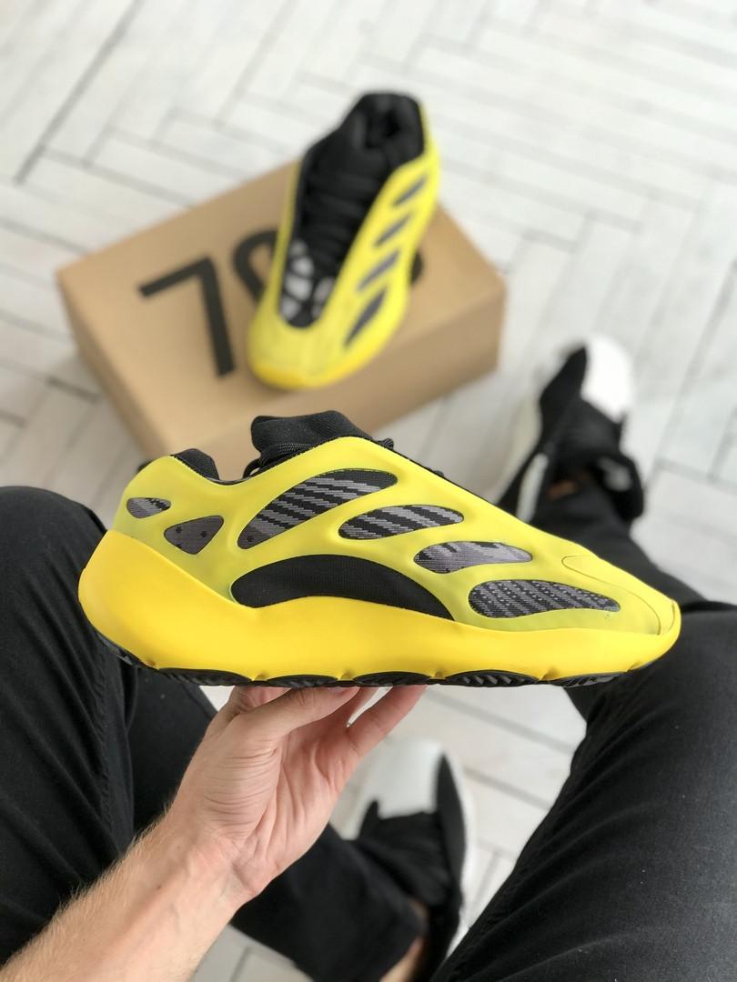 Чоловічі кросівки Adidas Yeezy 700 v3