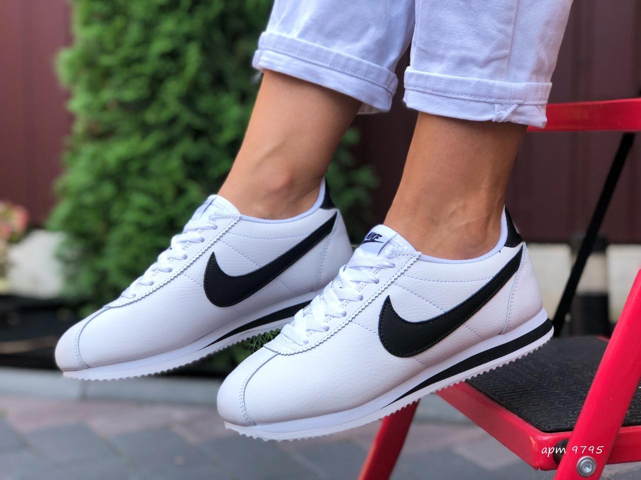 Женские кроссовки Nike Cortez (бело-черные) 9795