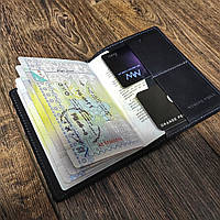 Чорна шкіряна обкладинка на паспорт з кишенями для карток Grande Pelle