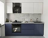 Кухня без ручок з фасадами з пластику на основі МДФ довільної конфігурації. На фото - 2,4 м (пряма кухня), фото 2