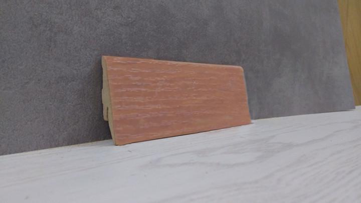 Плинтус напольный из МДФ под дерево Яблоня 19*52*2800, красно-коричневый