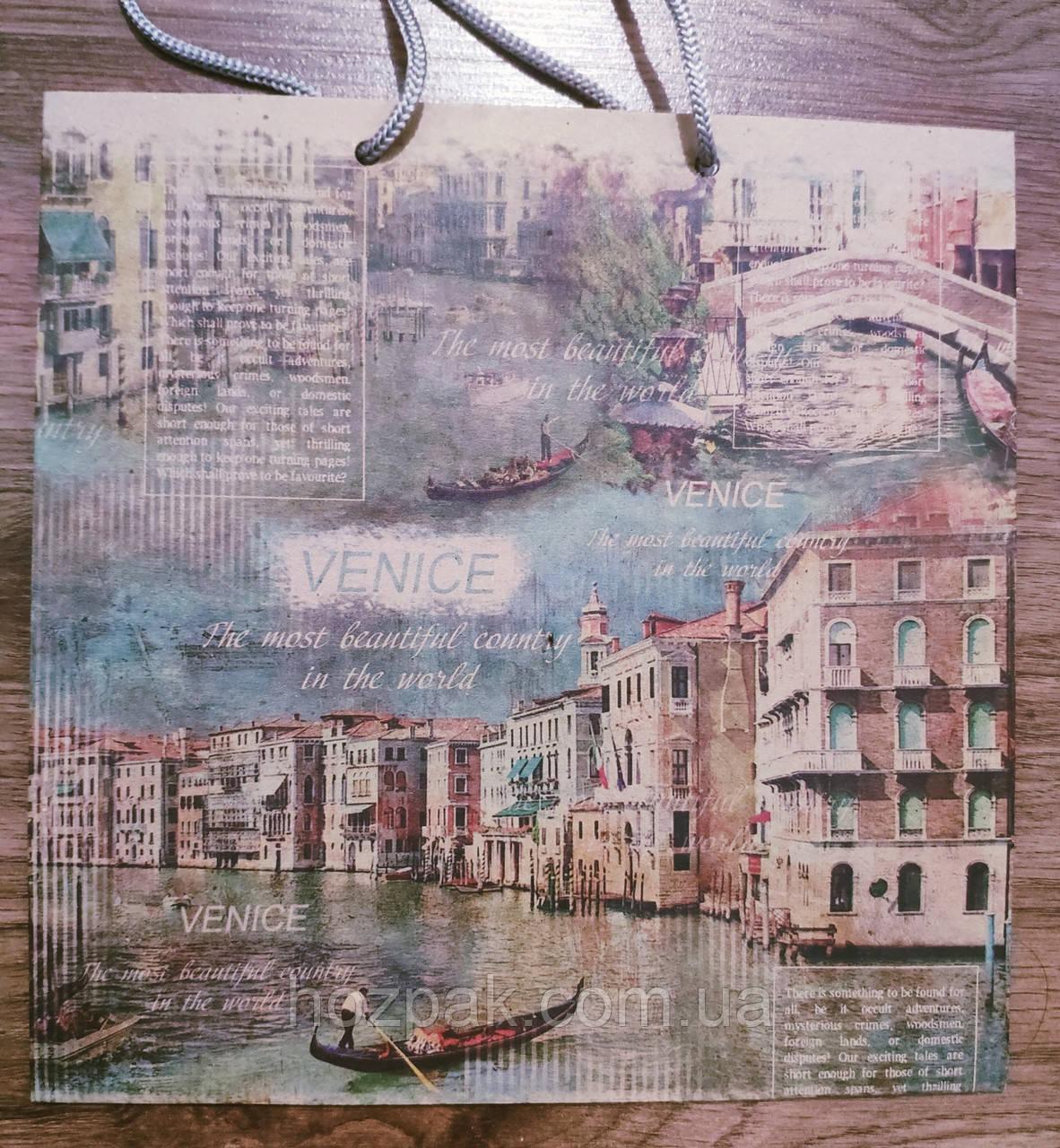 Пакет подарунковий паперовий квадрат 21х25х8