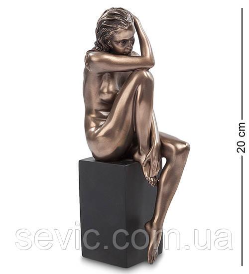 Статуэтка Veronese Девушка на колонне 20 см 1902547