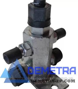 Разгрузочный клапан гидроусилителя  под насос  НШ-10 автомобиля ЗИЛ Д-240/245.