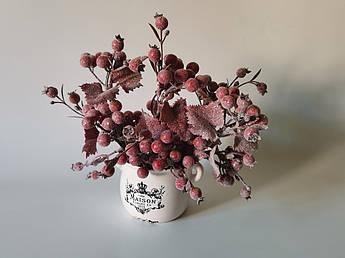 Искусственные цветы.Зимние ягоды, в изморози.