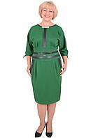 Женское палтье большого размера в деловом стиле приталенного кроя в зеленом цвете