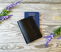 Обложка на паспорт кожаная черная с тиснением  кельтский узел Украина ручная работа (глянцевая)