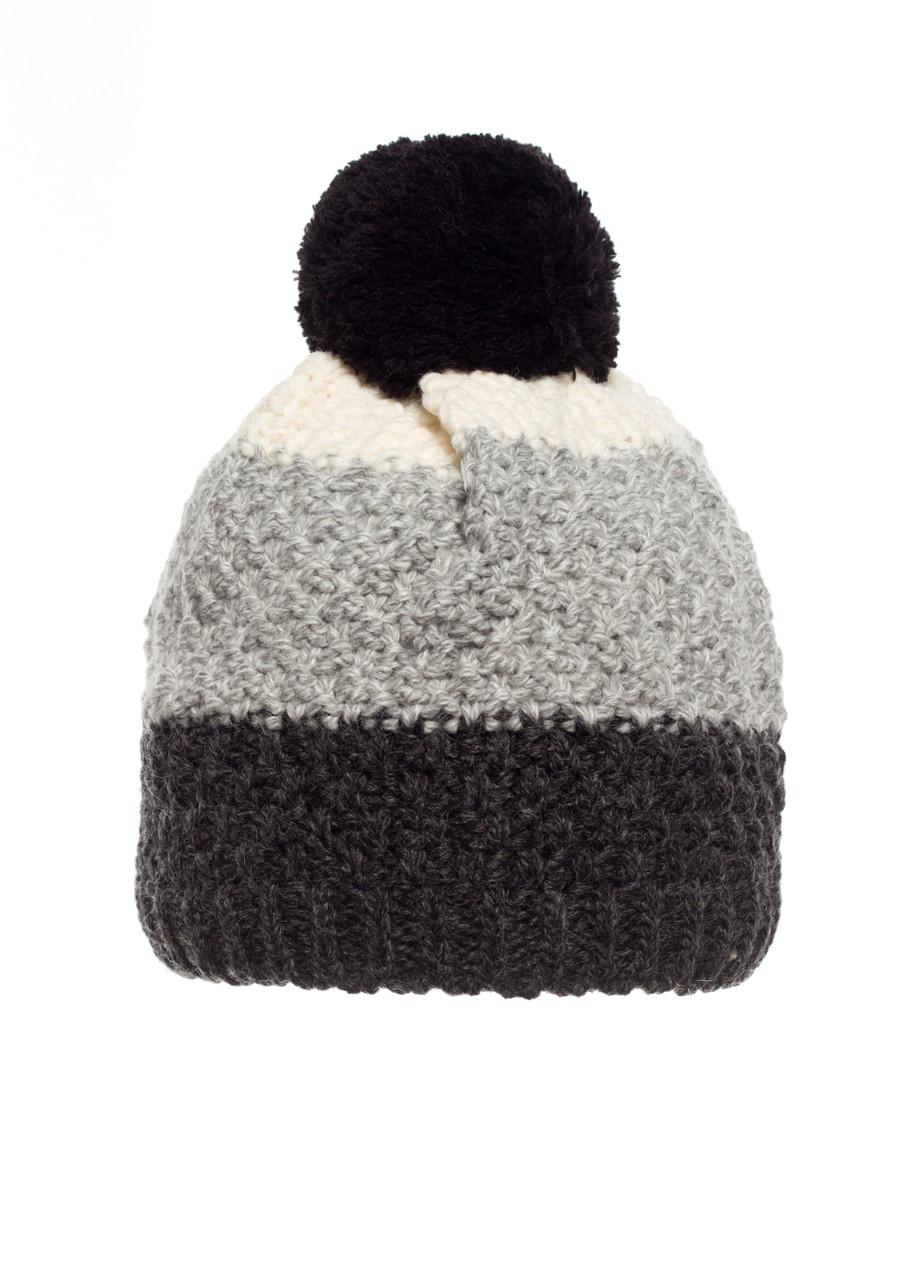 Детская удобная и практичная вязанная шапочка с бумбоном, серая с черным и белым, Польша.