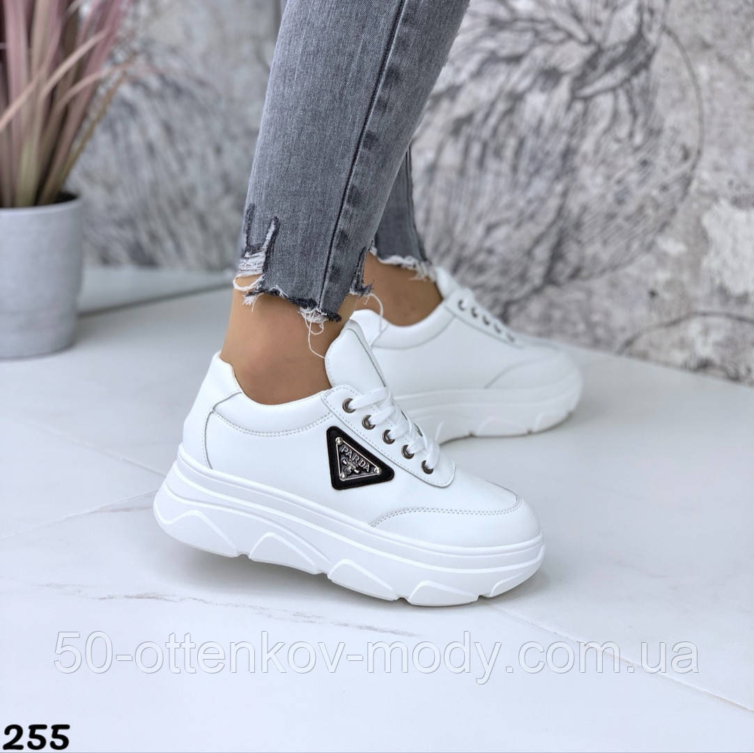 Женские кроссовки на макси подошве черные и белые