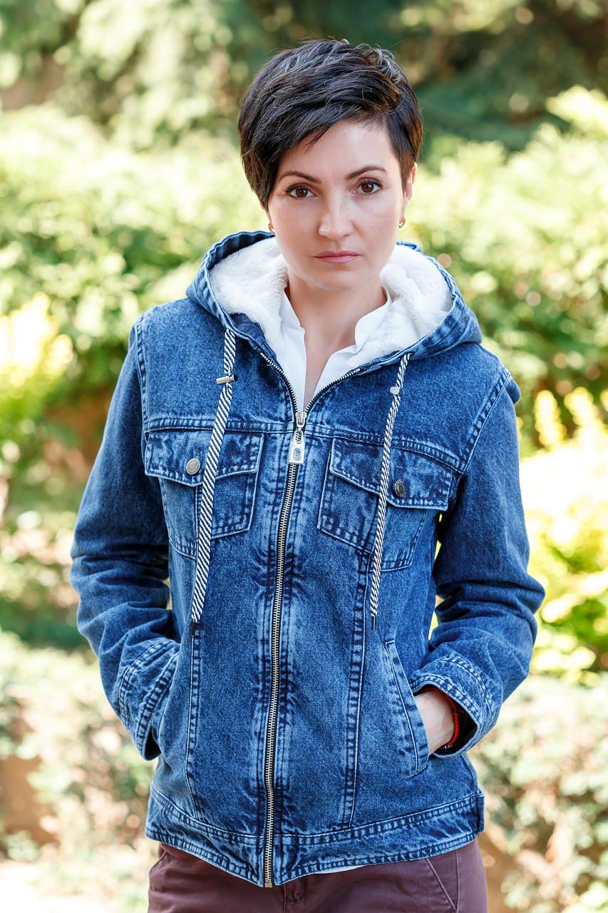 Жіноча куртка джинсова