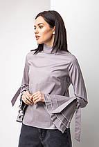 Женская Серая хлопковая блуза с высоким воротником и рюшами на длинных рукавах, фото 2