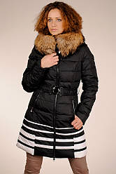 Стильний чорний з білими смугами жіночий пуховик на гусячому пуху з хутром єнота SNOW CLASSIC 44 знижка