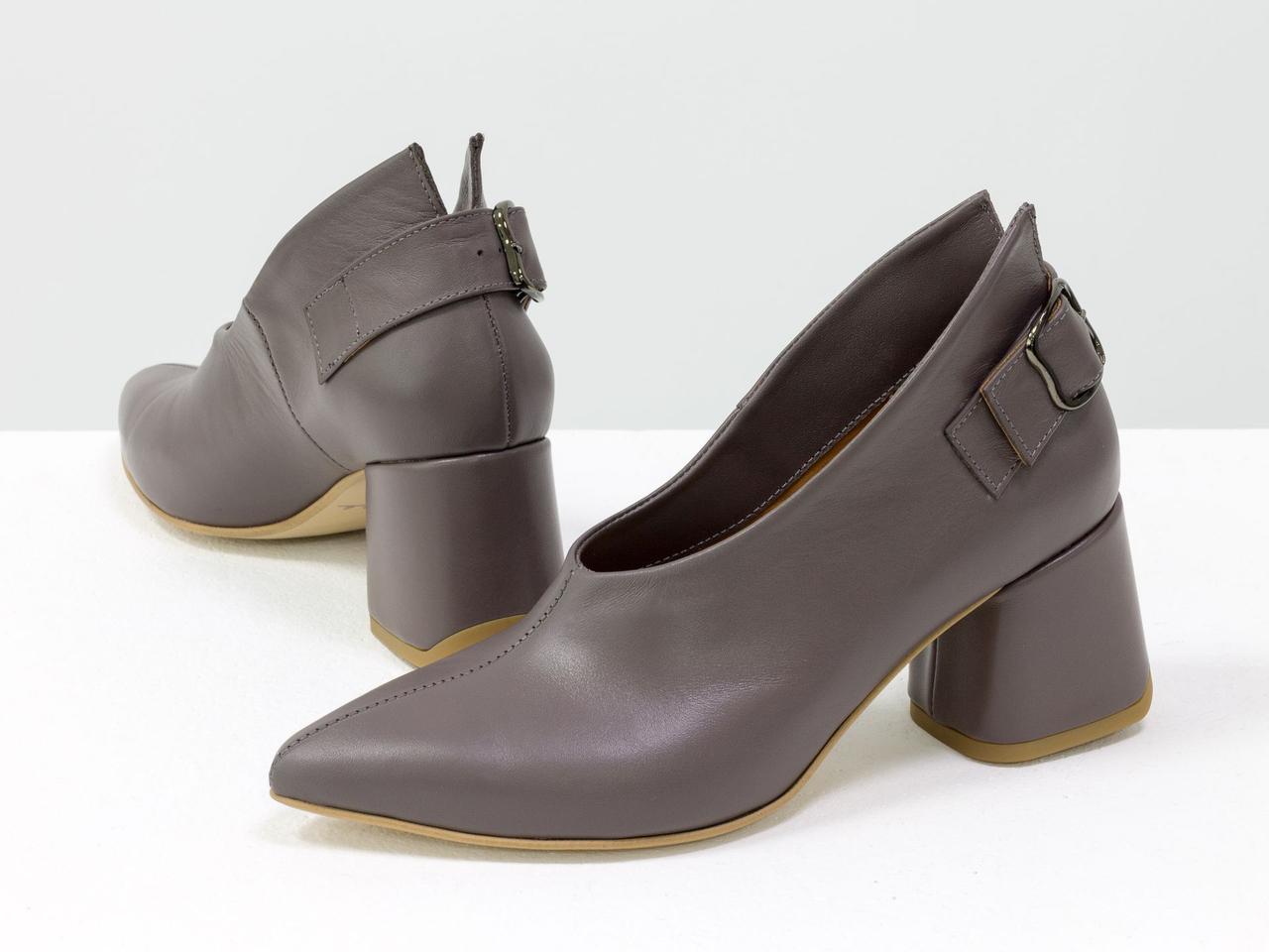 Туфли женские кожаные закрытые на среднем каблуке с пряжкой