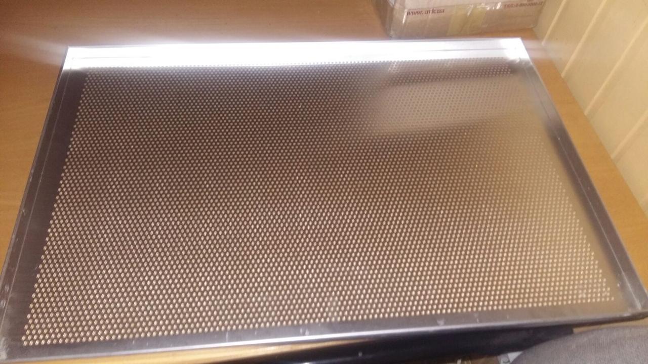 Противень хлебопекарный алюминиевый перфорированный  600х400 с бортом 20мм новый (Польша)