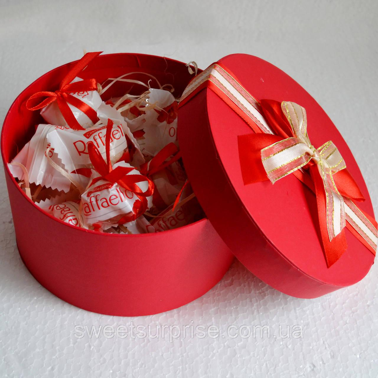 """Подарок для любимой из конфет """"Raffaello"""""""